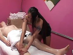 Gentle tugjob and oral sex performed during massage
