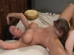 Lots of squirting during lesbian bawdy cleft eating