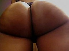 This amateur swarthy chick has a consummate round butt, it looks even more excellent with her dark strap on, and the way she's flexing it in this clip makes everyone drool.