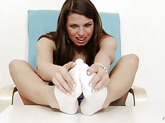 Michelle is a hot brunette hair hair and she is always willing to have any kind of fun related to fuck. That hottie is a fucking sexy whore. Here this brunette hair hair slut is getting willing to give feet work to a huge dildo. That hottie is making her feet warm and taking necessary warm up so that she can enjoy it indeed hard.
