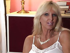 mature whores from usa are known to be sexy and naughty. Here we have Tia Gunn, a blonde slut with giant scoops and a lewd face that can give any guy an erection. She takes out her melons after a short talk and taunts us with 'em by squeezing 'em hard. Do u think this babe deserves a cock between her breasts and some semen?