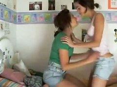 2 astounding chicks on webcam 291129