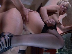Sassy gal treats her studly lover to sexy muff widens and nylon footjob